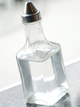 TS-87589654_Bottle-of-white-vinegar_s3x4_al